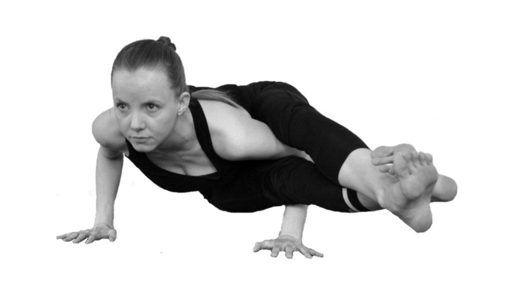 astavakrasana yoga armbalans houding