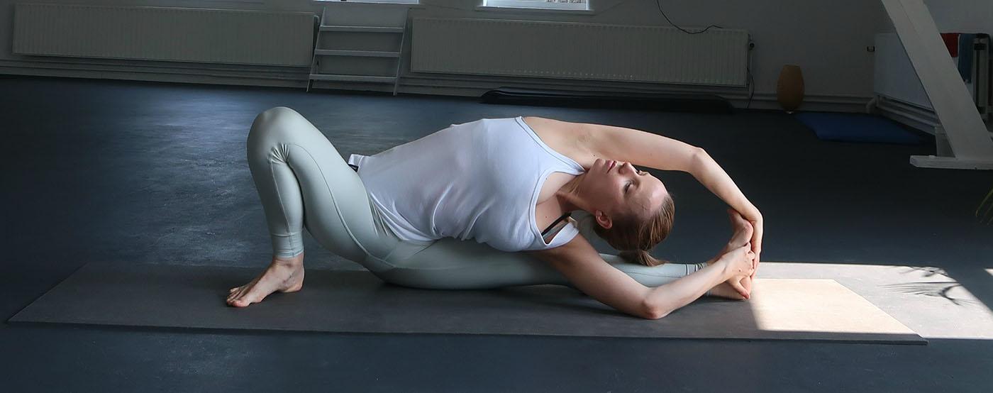 hatha yoga zittende houding twist