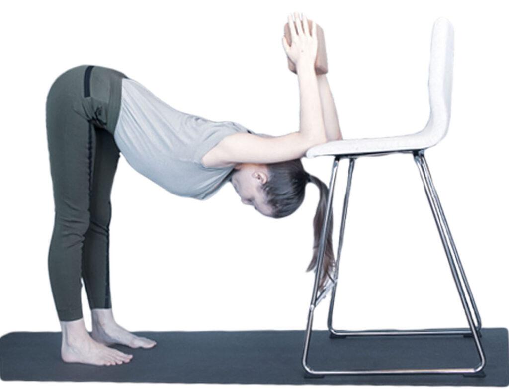 yoga met een stoel