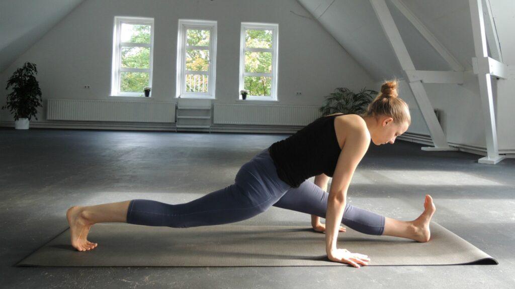 yoga hamstrings strekken