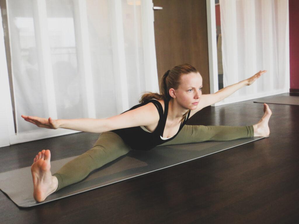 yoga spreidzit upavistha konasana
