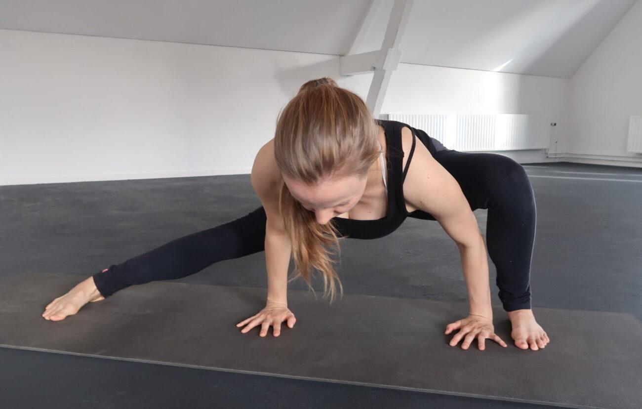 beste yogahoudingen voor de binnenbeenspieren